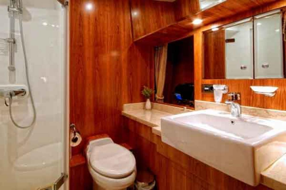ANNABEL II - Luxury Motor Yacht For Sale - 2 TWIN CABINS - Img 2   C&N