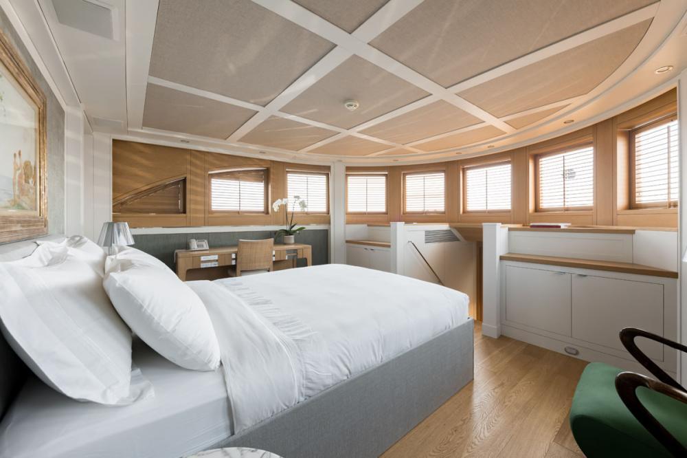 BELLE ISLE - Luxury Motor Yacht For Sale - 2 DOUBLE CABINS - Img 1   C&N