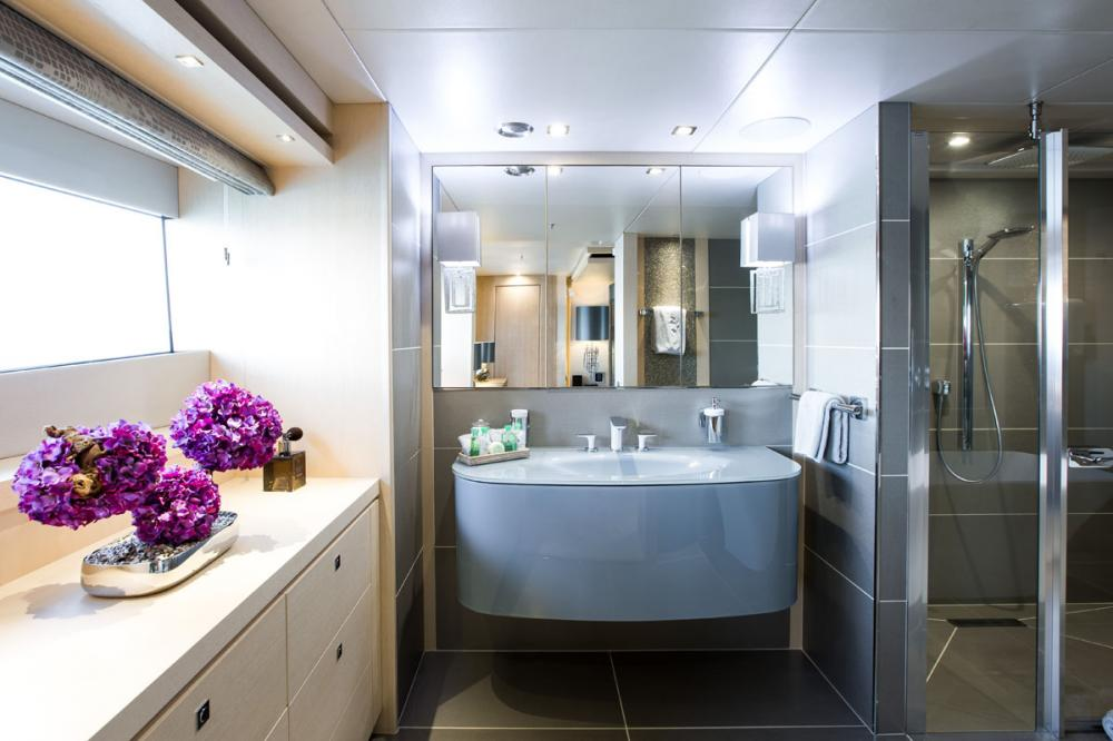 ARADOS - Luxury Motor Yacht For Charter - 1 MASTER CABIN - Img 3 | C&N
