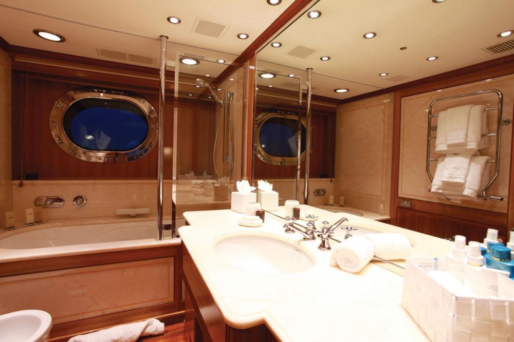 SILENCIO - Luxury Sailing Yacht For Sale - Master Cabin  - Img 4   C&N