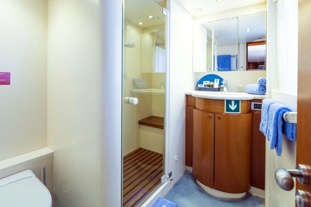 ALCOR - Luxury Motor Yacht For Charter - 2 TWIN CABINS - Img 3 | C&N