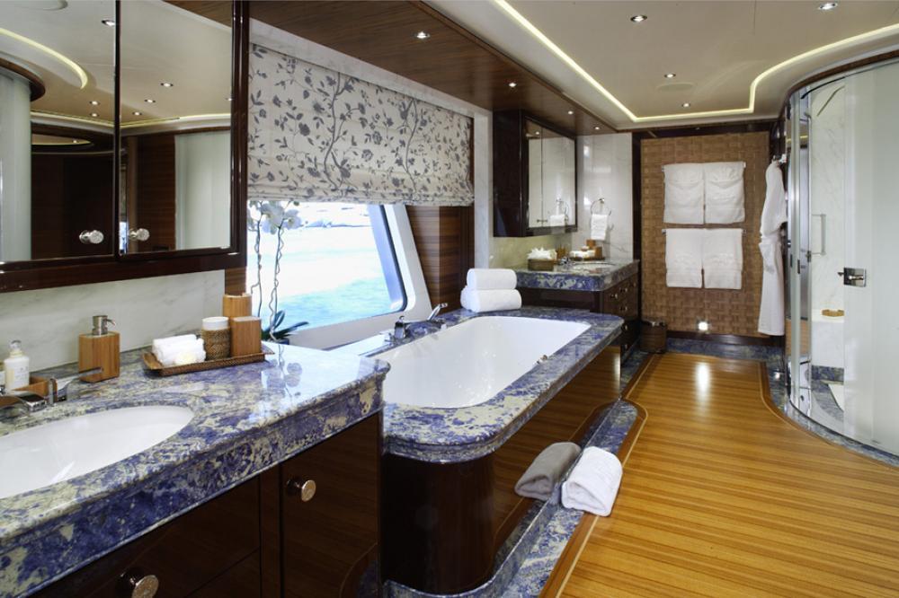 BATON ROUGE - Luxury Motor Yacht For Charter - 1 MASTER CABIN - Img 2   C&N