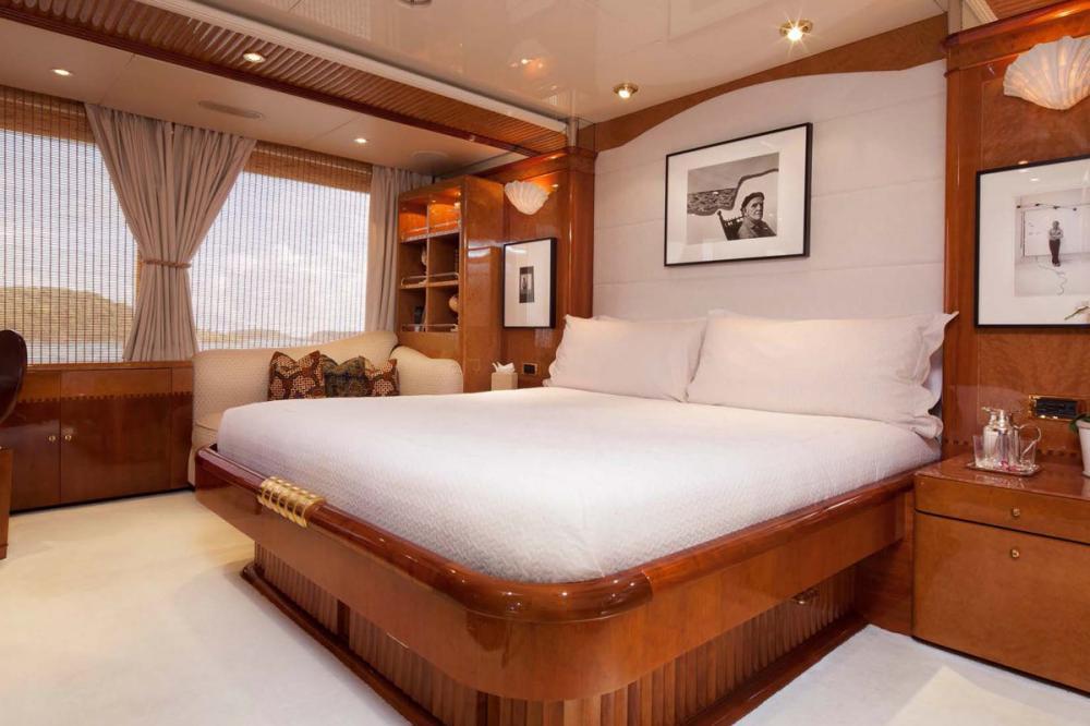 STARFIRE - Luxury Motor Yacht For Charter - VIP King Cabin - Img 1 | C&N