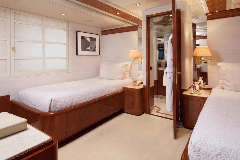 STARFIRE - Luxury Motor Yacht For Charter - Two Twin Cabins with Pullman - Img 1 | C&N