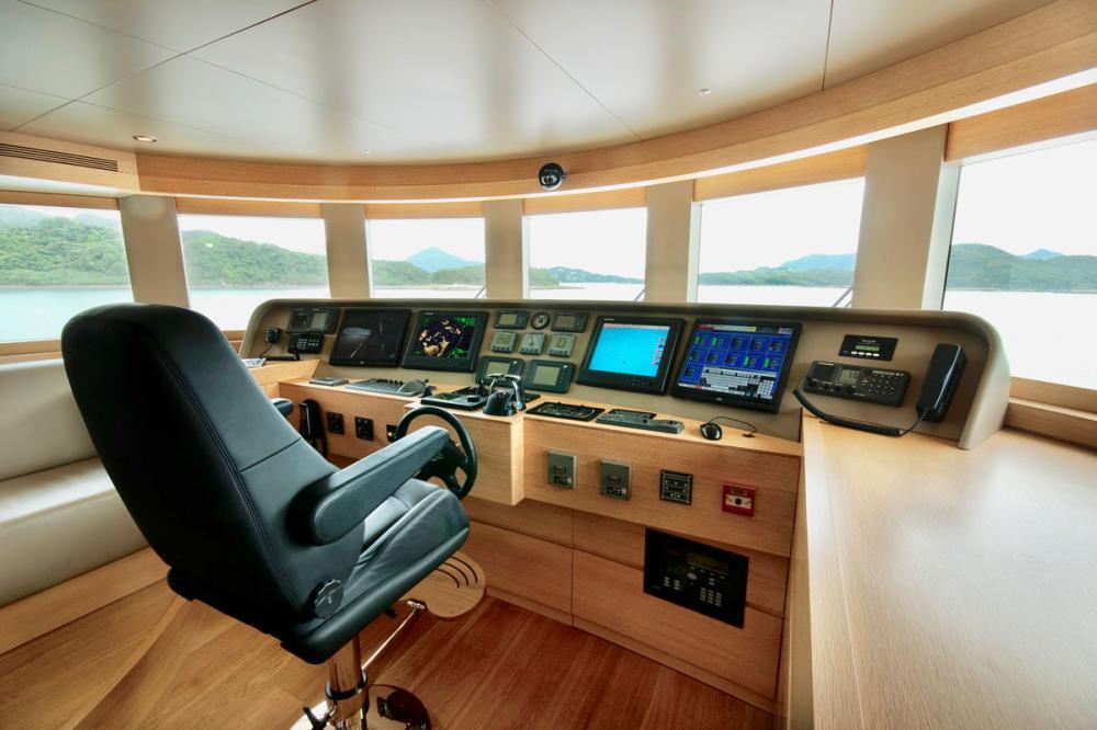 BELLE ISLE - Luxury Motor Yacht For Sale - BRIDGE - Img 1   C&N