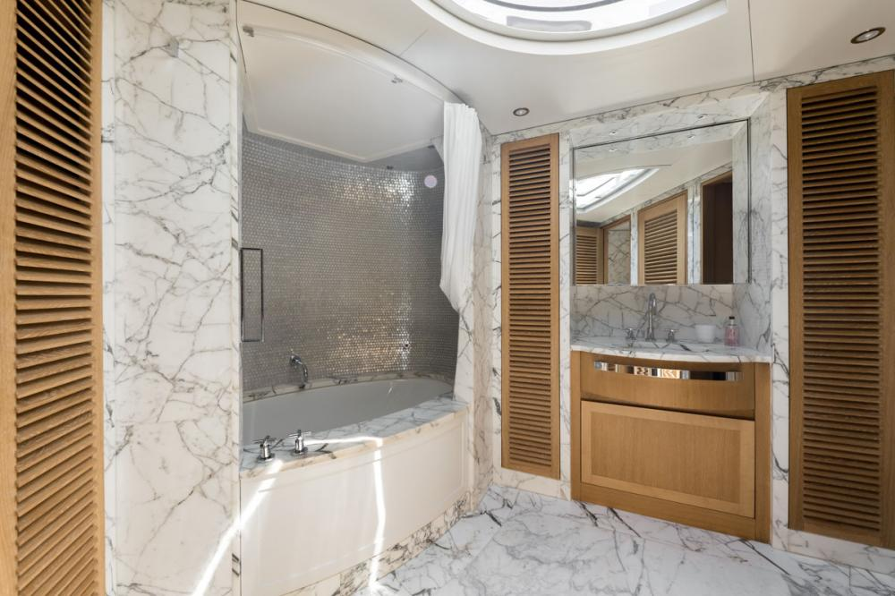 BELLE ISLE - Luxury Motor Yacht For Sale - 2 DOUBLE CABINS - Img 2   C&N