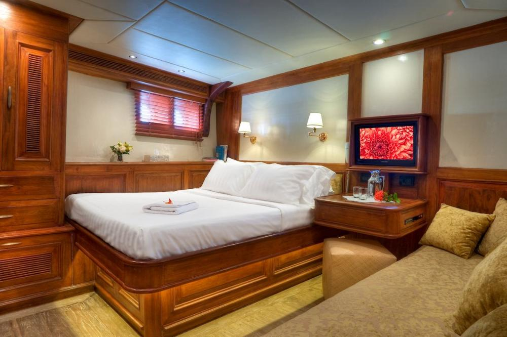 MUTIARA LAUT - Luxury Sailing Yacht For Charter - 6 DOUBLE CABINS - Img 2   C&N