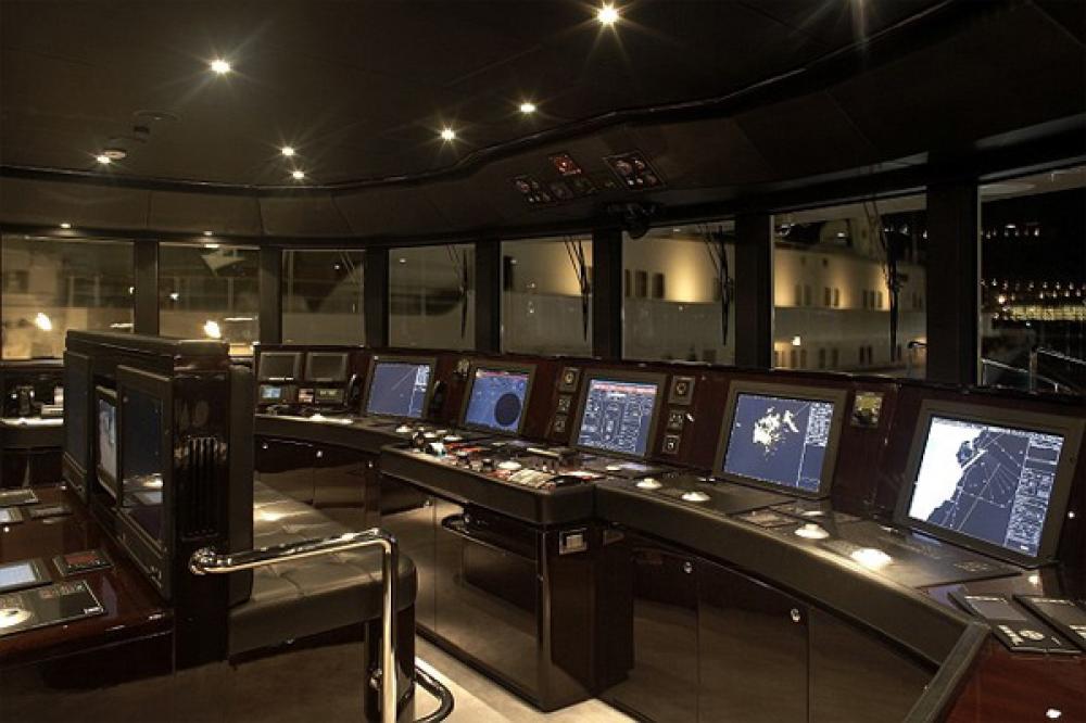 SEALYON - Luxury Motor Yacht For Charter - BRIDGE - Img 1   C&N