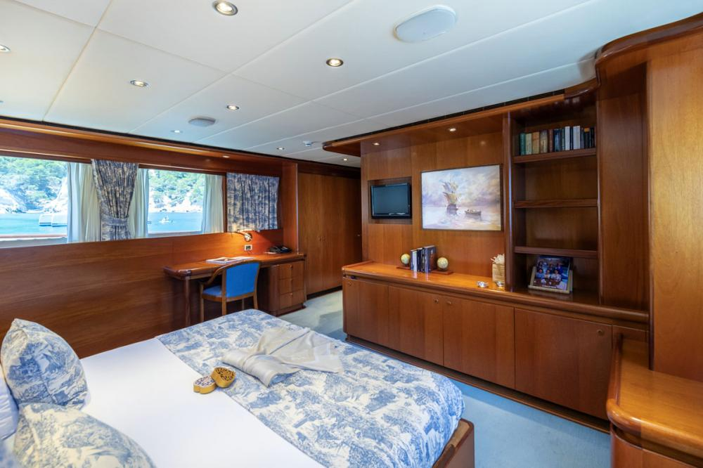 ALCOR - Luxury Motor Yacht For Charter - 3 DOUBLE CABINS - Img 2 | C&N