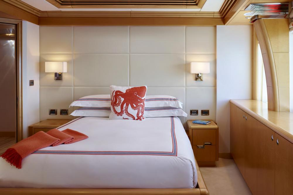 VICTORIA DEL MAR - Luxury Motor Yacht For Charter - 4 DOUBLE CABINS - Img 3   C&N