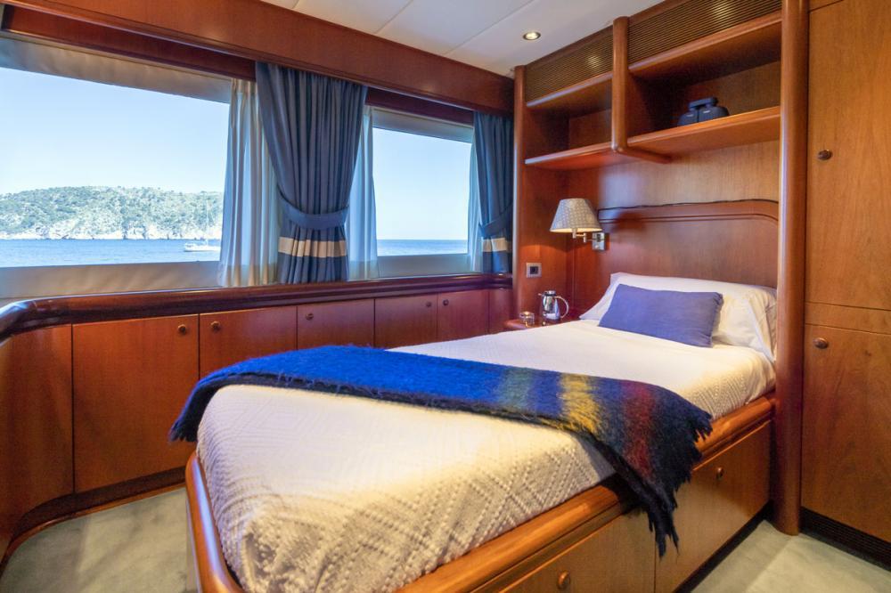 ALCOR - Luxury Motor Yacht For Charter - 1 SINGLE CABIN  - Img 1 | C&N