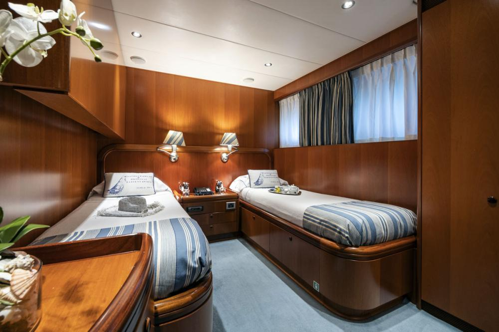 ALCOR - Luxury Motor Yacht For Charter - 2 TWIN CABINS - Img 1 | C&N
