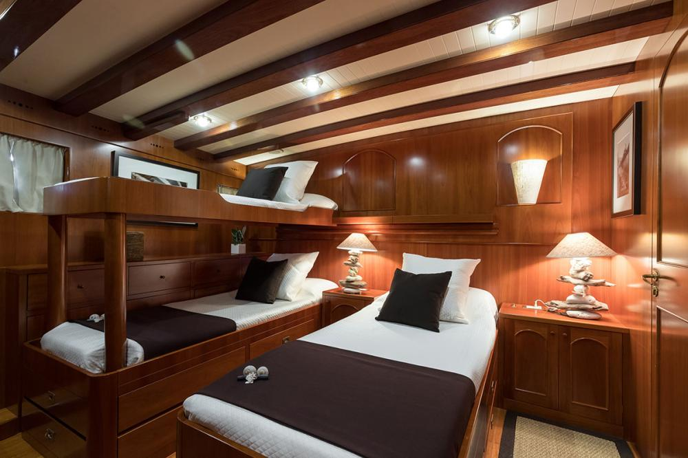 OVER THE RAINBOW - Luxury Motor Yacht For Charter - 1 TWIN CABIN - Img 1   C&N