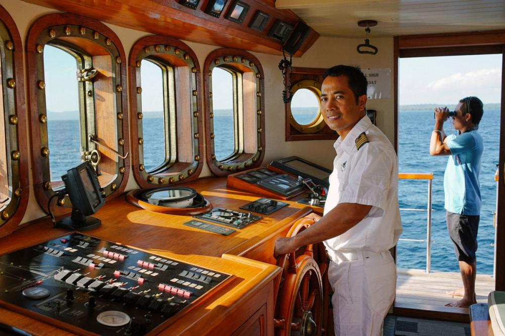 MUTIARA LAUT - Luxury Sailing Yacht For Charter - BRIDGE - Img 1   C&N