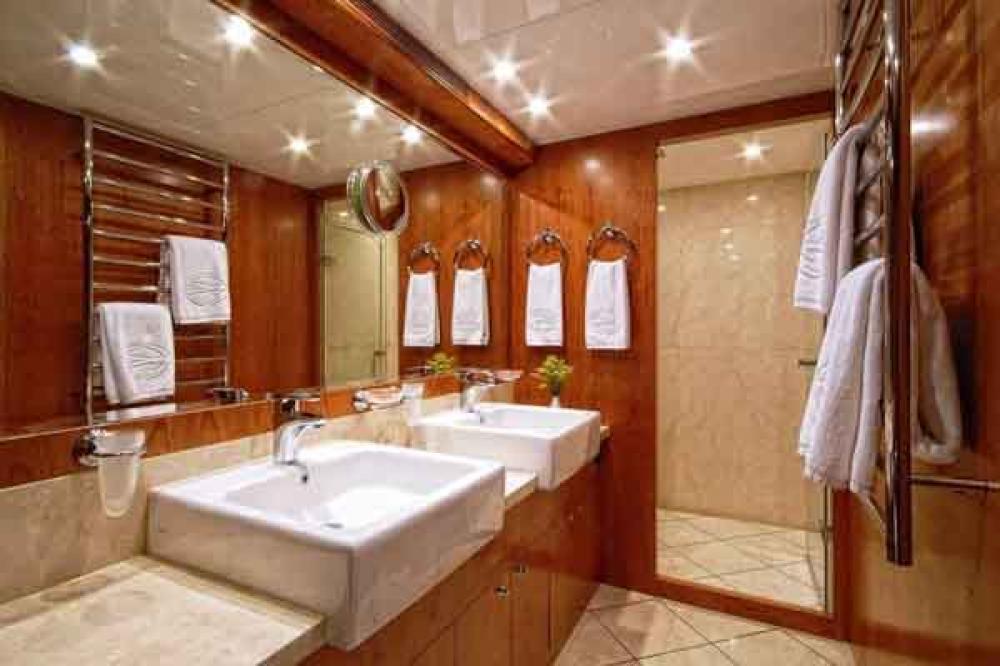ANNABEL II - Luxury Motor Yacht For Sale - 2 DOUBLE CABINS - Img 4   C&N