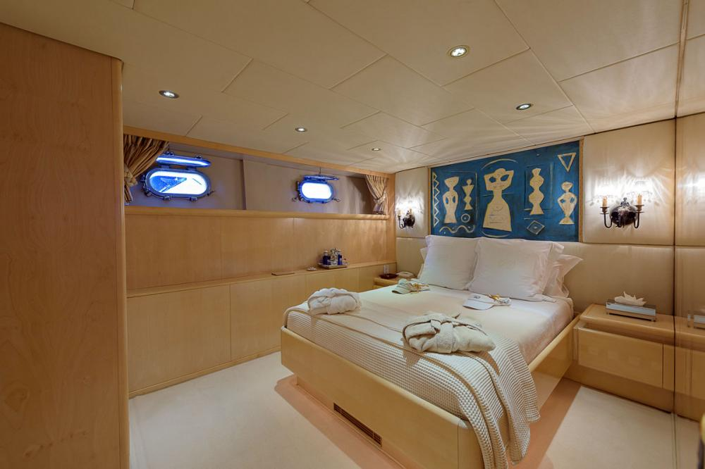 CD TWO - Luxury Motor Yacht For Sale - 2 DOUBLE CABINS - Img 1 | C&N