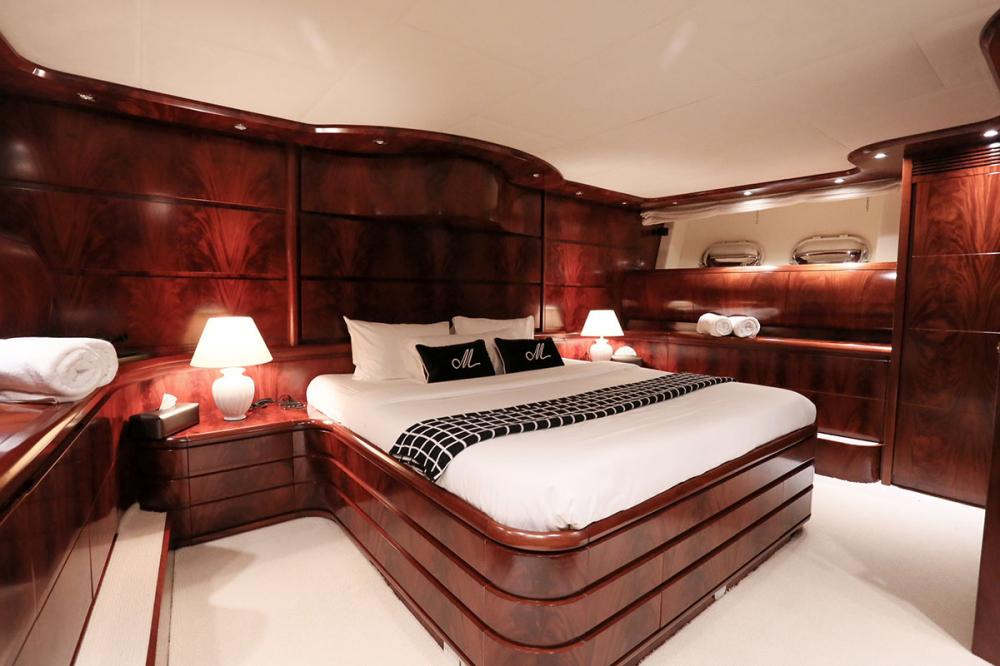 BLOSSON - Luxury Motor Yacht For Sale - 1 MASTER CABIN   1 VIP CABIN - Img 1   C&N