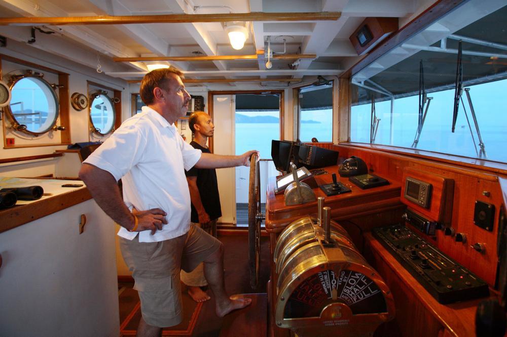 CALISTO - Luxury Motor Yacht For Charter - BRIDGE - Img 1   C&N