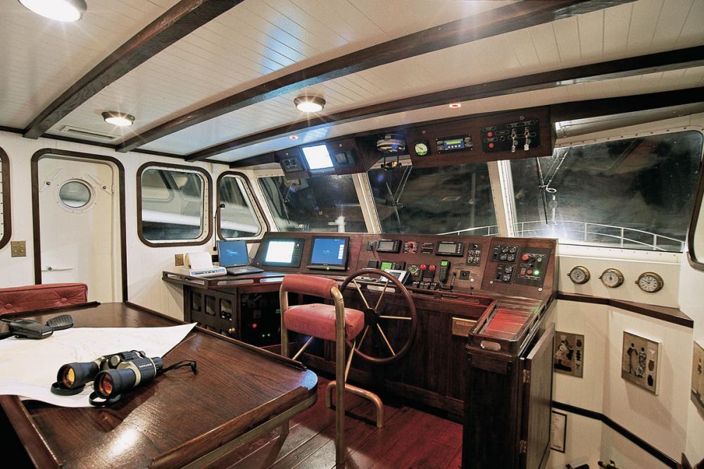ALEXANDRIA - Luxury Motor Yacht For Sale - BRIDGE - Img 1 | C&N