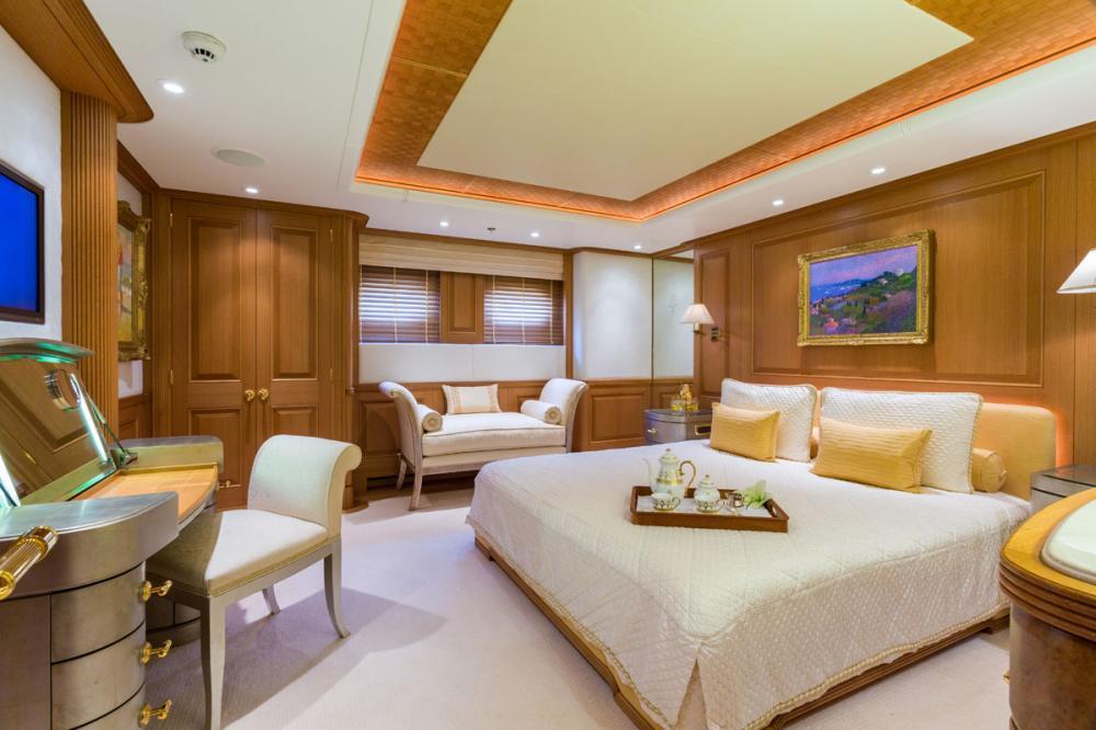 Callisto - Luxury Motor Yacht For Charter - 3 DOUBLE CABINS - Img 1   C&N
