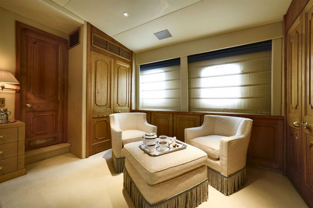 THE GOOSE - Luxury Motor Yacht For Charter - 1 MASTER CABIN - Img 3 | C&N