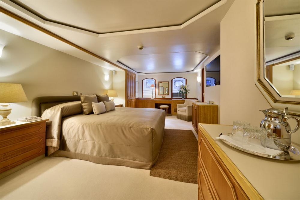 THE GOOSE - Luxury Motor Yacht For Charter - 1 MASTER CABIN - Img 2 | C&N
