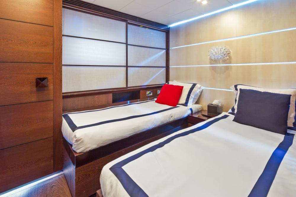 FIVE WAVES - Luxury Motor Yacht For Charter - 3 TWIN CABINS - Img 1   C&N
