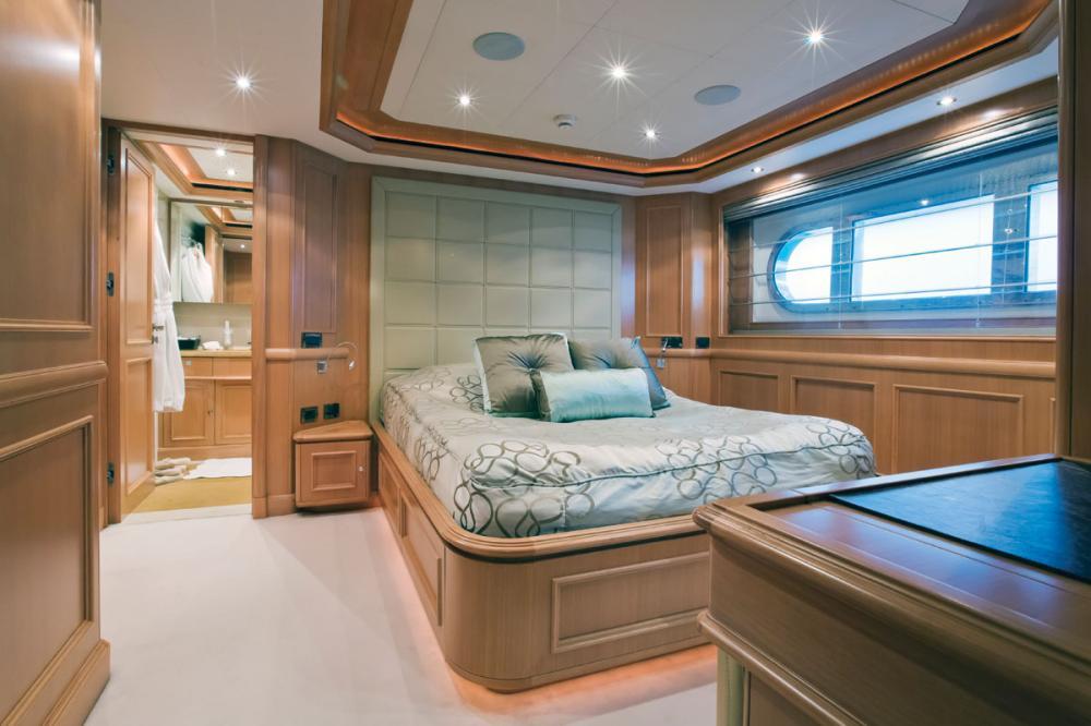 HANA - Luxury Motor Yacht For Charter - 2 DOUBLE CABINS - Img 1   C&N