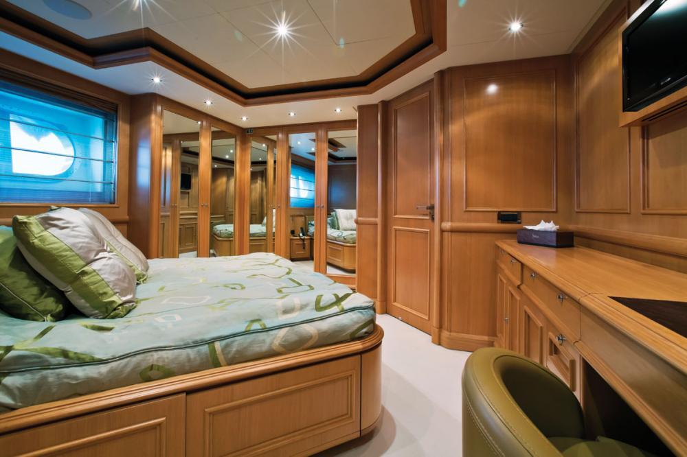 HANA - Luxury Motor Yacht For Charter - 2 DOUBLE CABINS - Img 2   C&N