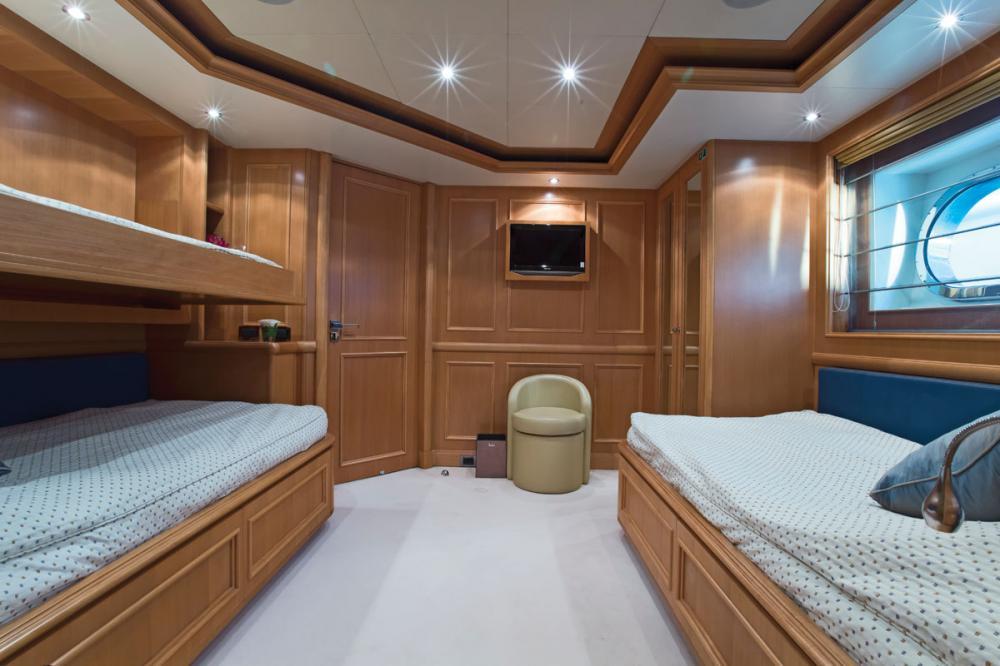 HANA - Luxury Motor Yacht For Charter - 2 TWIN CABINS - Img 1   C&N