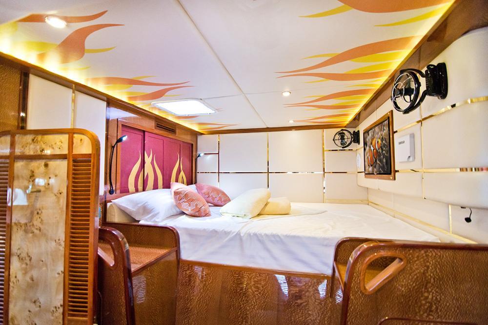 HELIOTROPE - Luxury Motor Yacht For Sale - 1 MASTER CABIN - Img 1   C&N