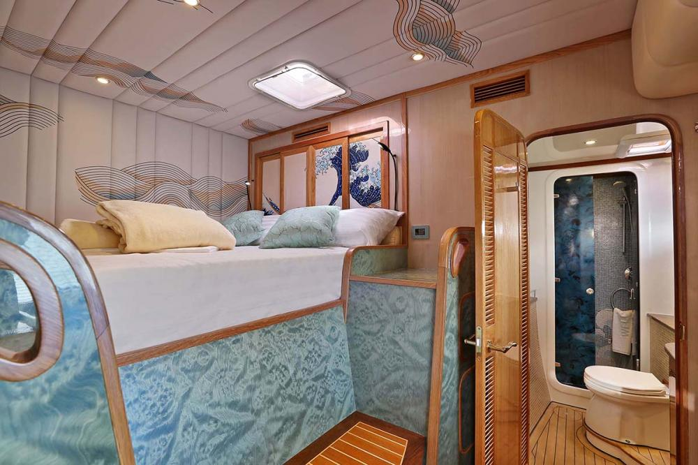 HELIOTROPE - Luxury Motor Yacht For Sale - 3 GUEST CABINS - Img 3   C&N
