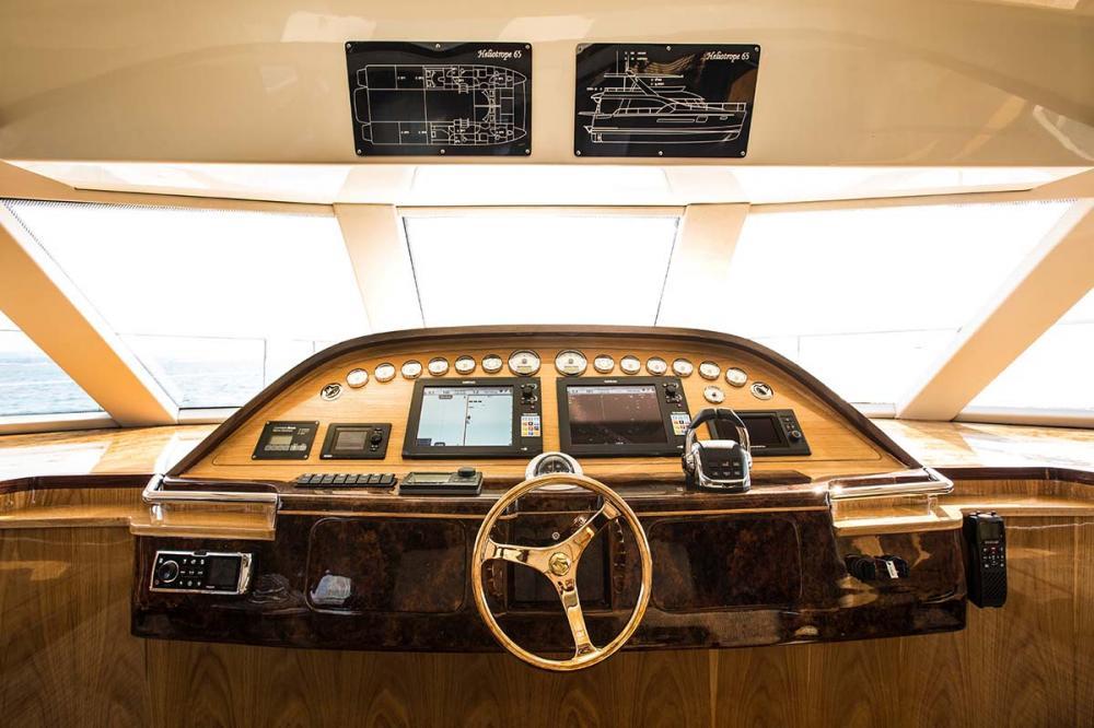 HELIOTROPE - Luxury Motor Yacht For Sale - BRIDGE - Img 1   C&N