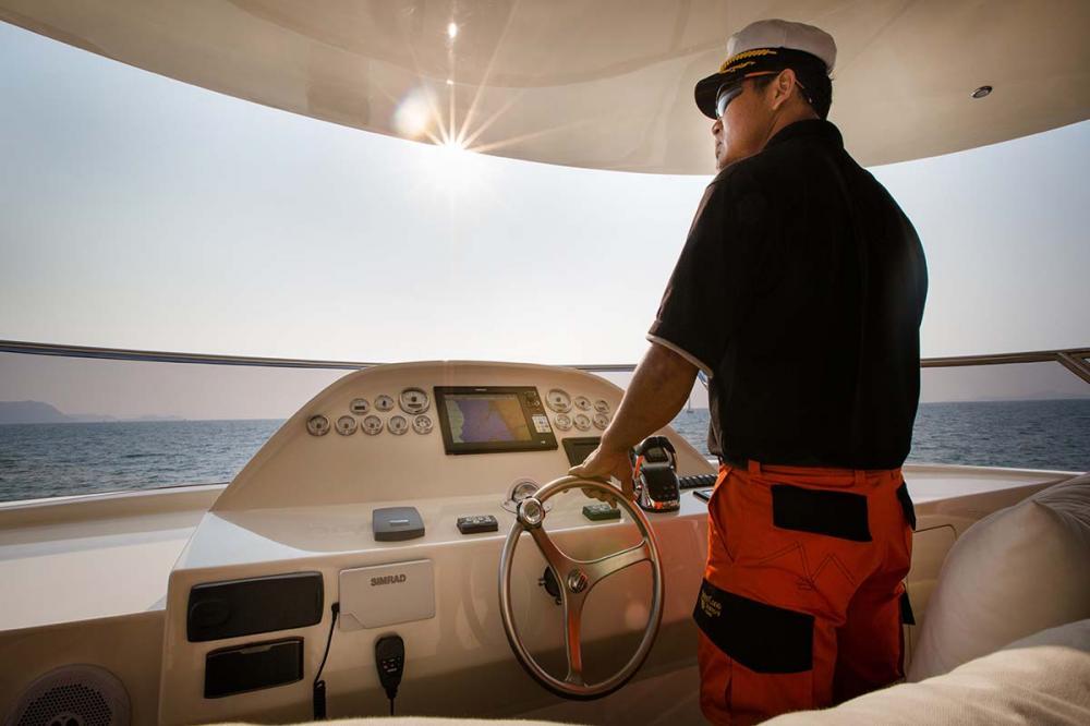 HELIOTROPE - Luxury Motor Yacht For Sale - BRIDGE - Img 2   C&N