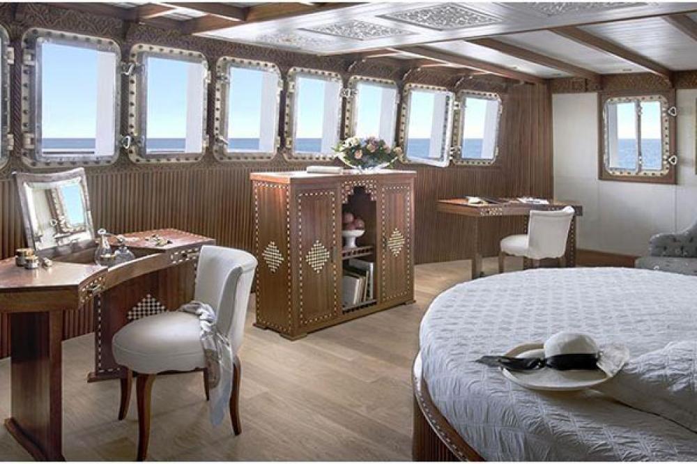 LA SULTANA - Luxury Motor Yacht For Sale - 7 VIP CABINS - Img 2 | C&N