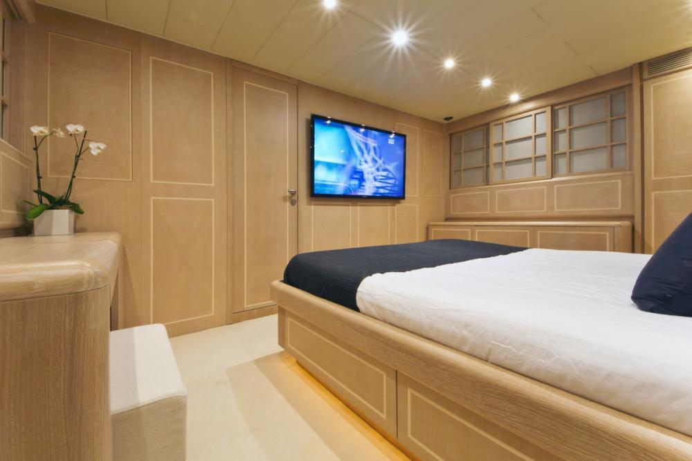 HIGH ROLLER - Luxury Motor Yacht For Sale - 1 MASTER CABIN - Img 1   C&N