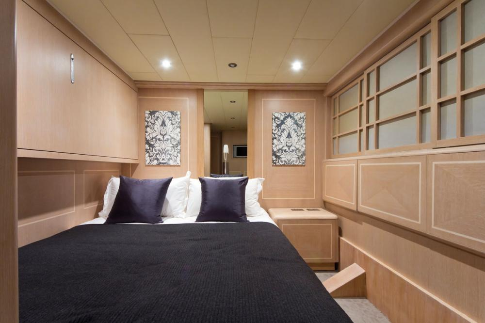 HIGH ROLLER - Luxury Motor Yacht For Sale - 1 DOUBLE CABIN - Img 1   C&N