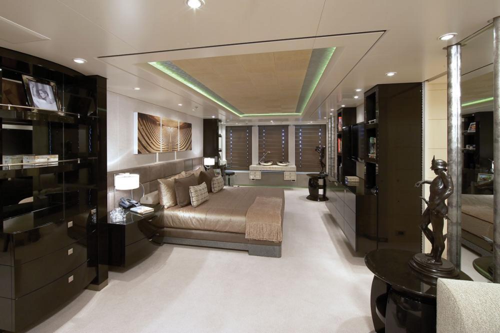 HURRICANE RUN - Luxury Motor Yacht For Charter - 1 MASTER CABIN - Img 1 | C&N