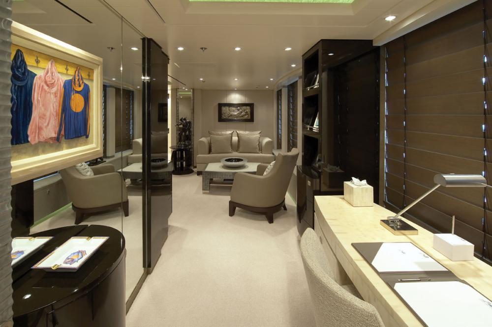 HURRICANE RUN - Luxury Motor Yacht For Charter - 1 MASTER CABIN - Img 3 | C&N