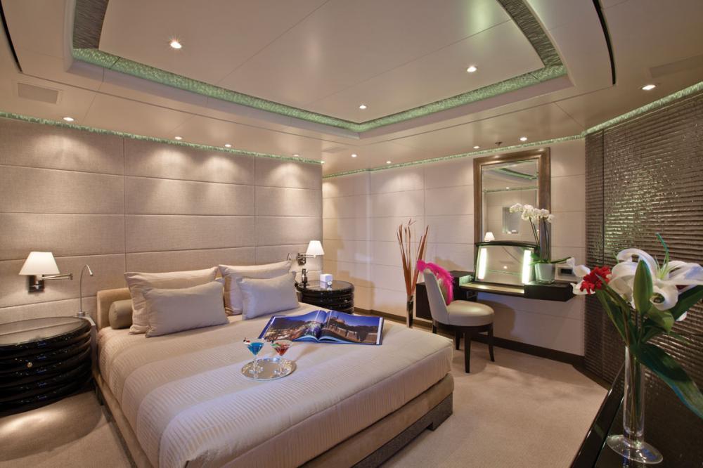 HURRICANE RUN - Luxury Motor Yacht For Charter - 2 DOUBLE CABINS - Img 1 | C&N