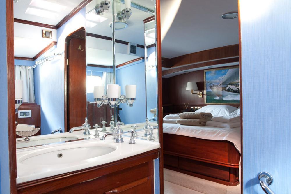 LAMADINE - Luxury Sailing Yacht For Sale - 1 MASTER CABIN - Img 3   C&N