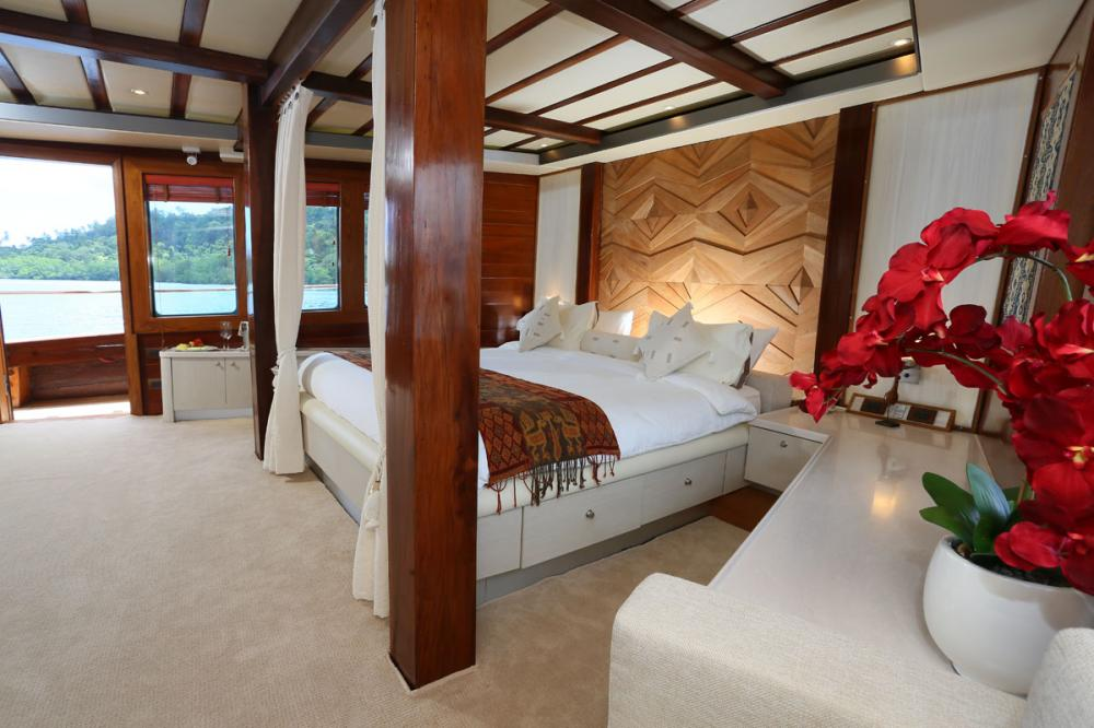 LAMIMA - Luxury Sailing Yacht For Charter - 1 MASTER CABIN - Img 2 | C&N