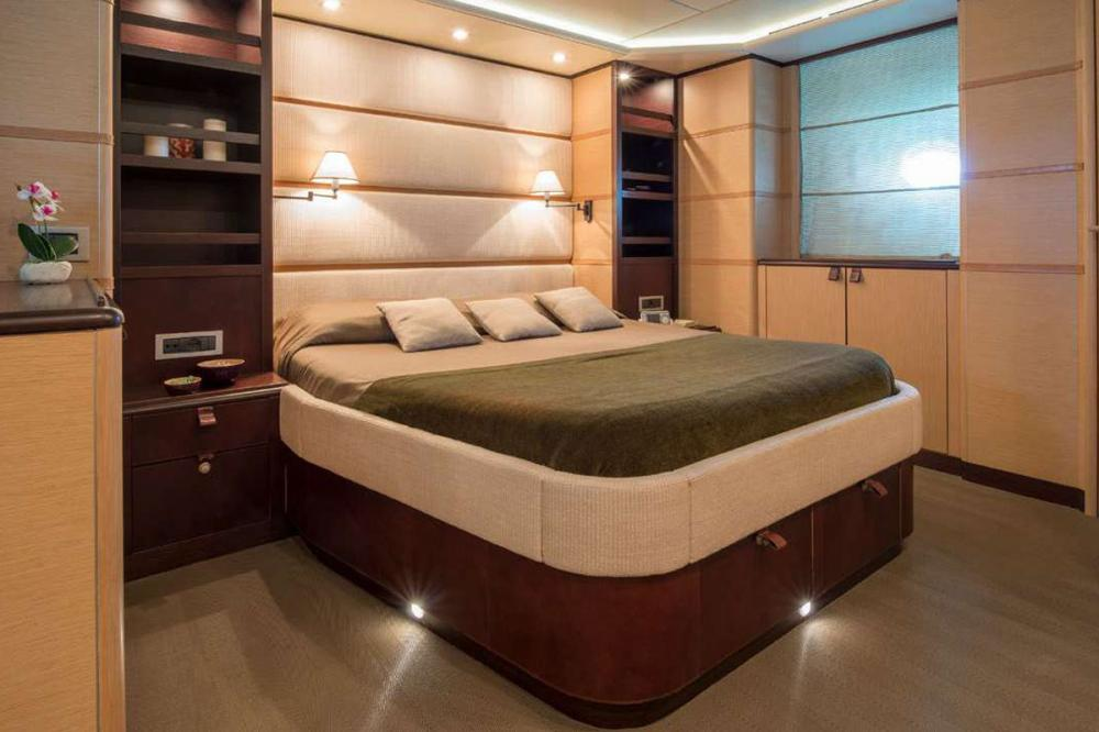 Indian - Luxury Motor Yacht For Sale - 1 DOUBLE CABIN - Img 1 | C&N