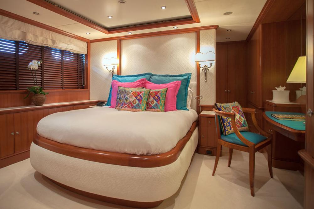 JO I - Luxury Motor Yacht For Charter - 2 DOUBLE CABINS - Img 3 | C&N