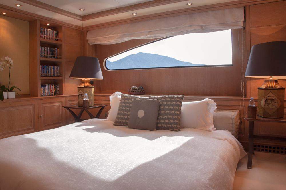 JO I - Luxury Motor Yacht For Charter - 1 CONVERTIBLE CABIN - Img 1 | C&N