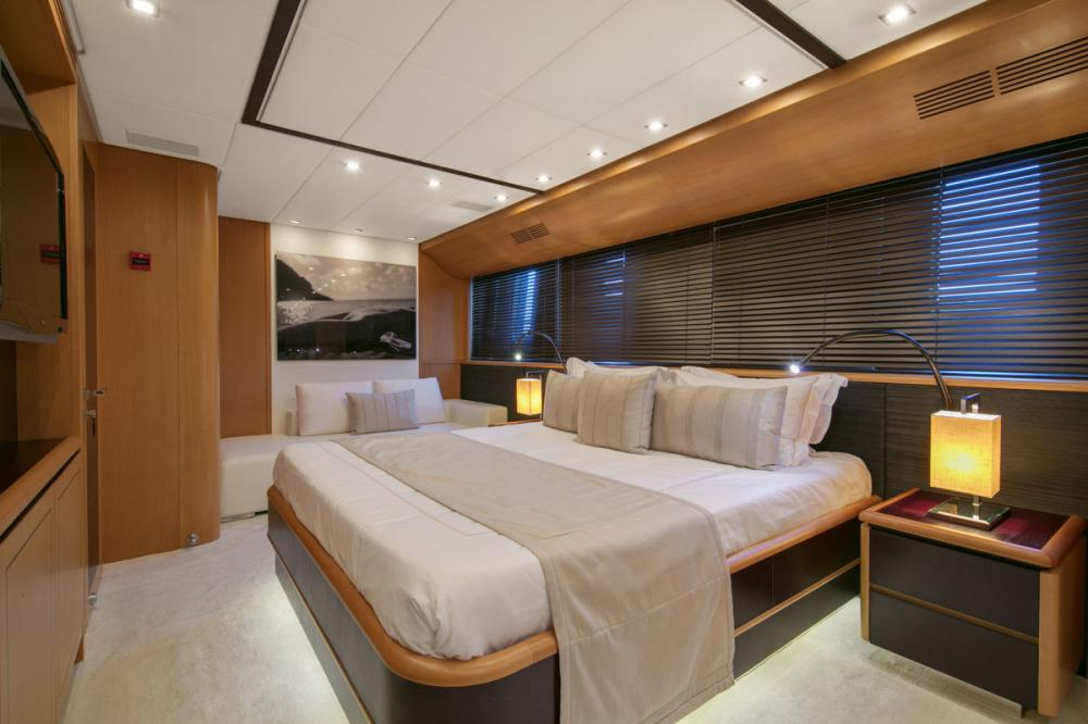 PURE ONE - Luxury Motor Yacht For Sale - 2 DOUBLE CABINS - Img 2 | C&N