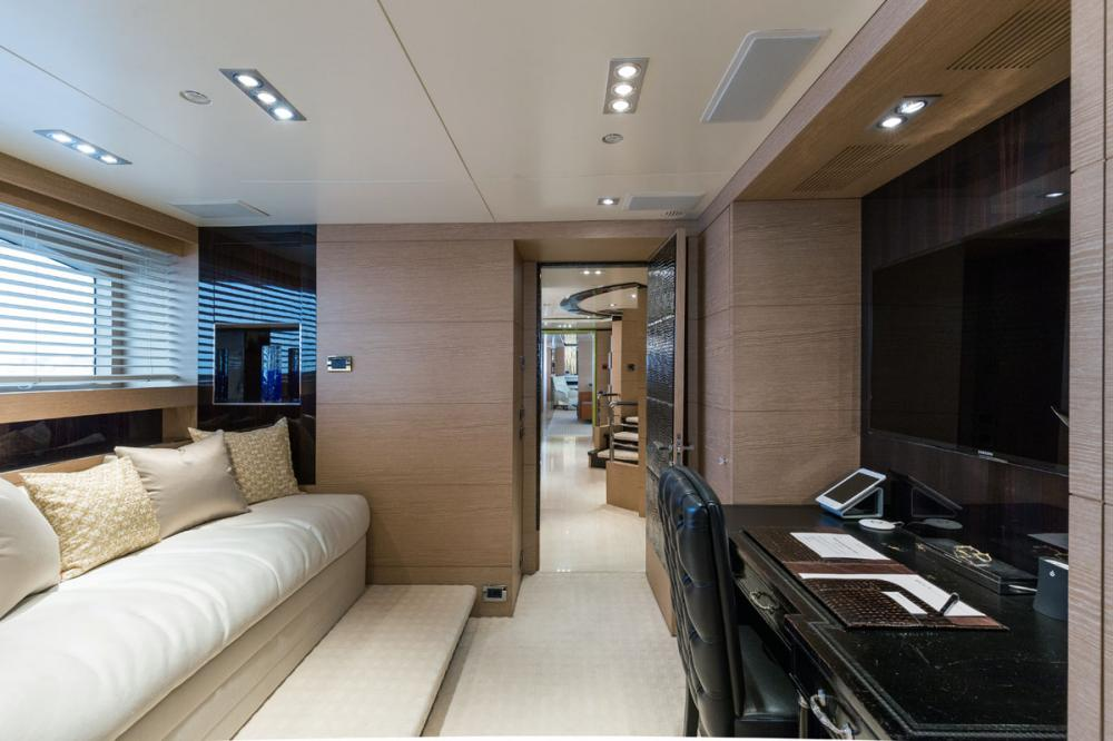 HOM - Luxury Motor Yacht For Charter - 1 MASTER CABIN - Img 2   C&N