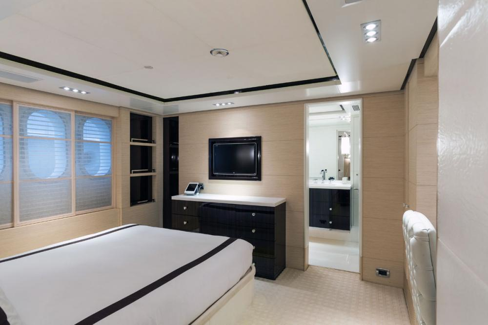 HOM - Luxury Motor Yacht For Charter - 2 DOUBLE CABINS - Img 2   C&N