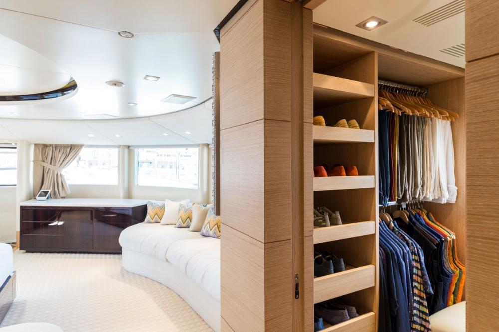 HOM - Luxury Motor Yacht For Charter - 1 MASTER CABIN - Img 1   C&N