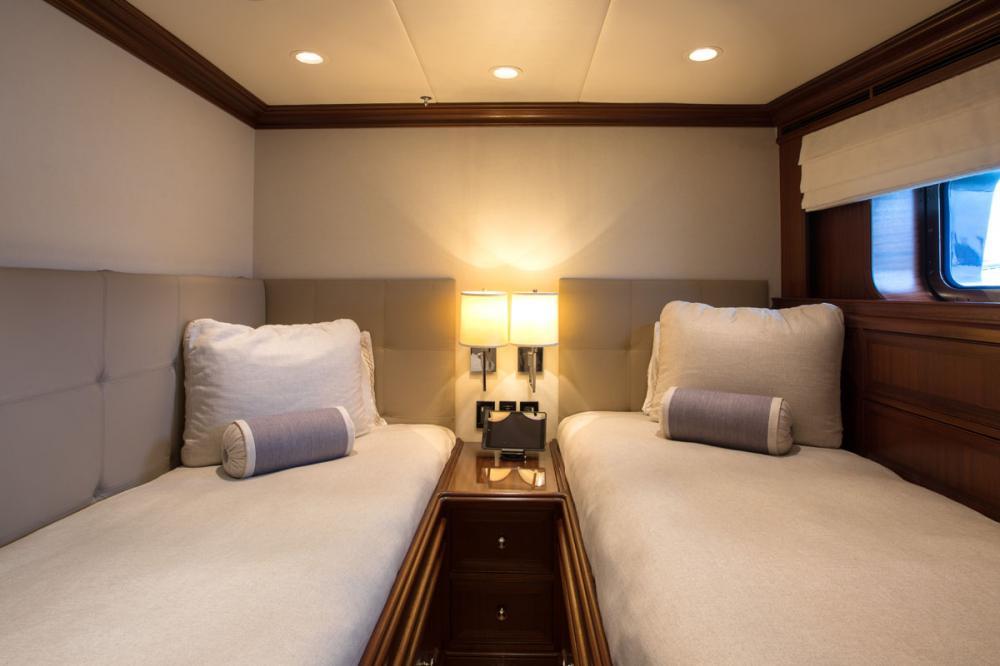SAFIRA - Luxury Motor Yacht For Sale - 2 TWIN CABINS - Img 3 | C&N